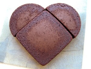 how to cut a heart shaped cake for serving
