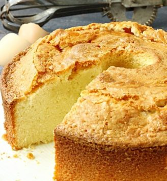 crunchy-top-pound-cake-recipe-sour-cream-pound-cake-recipe-is-a-simple-classic-and-always-a-vintage-wedding-cakes-550x600
